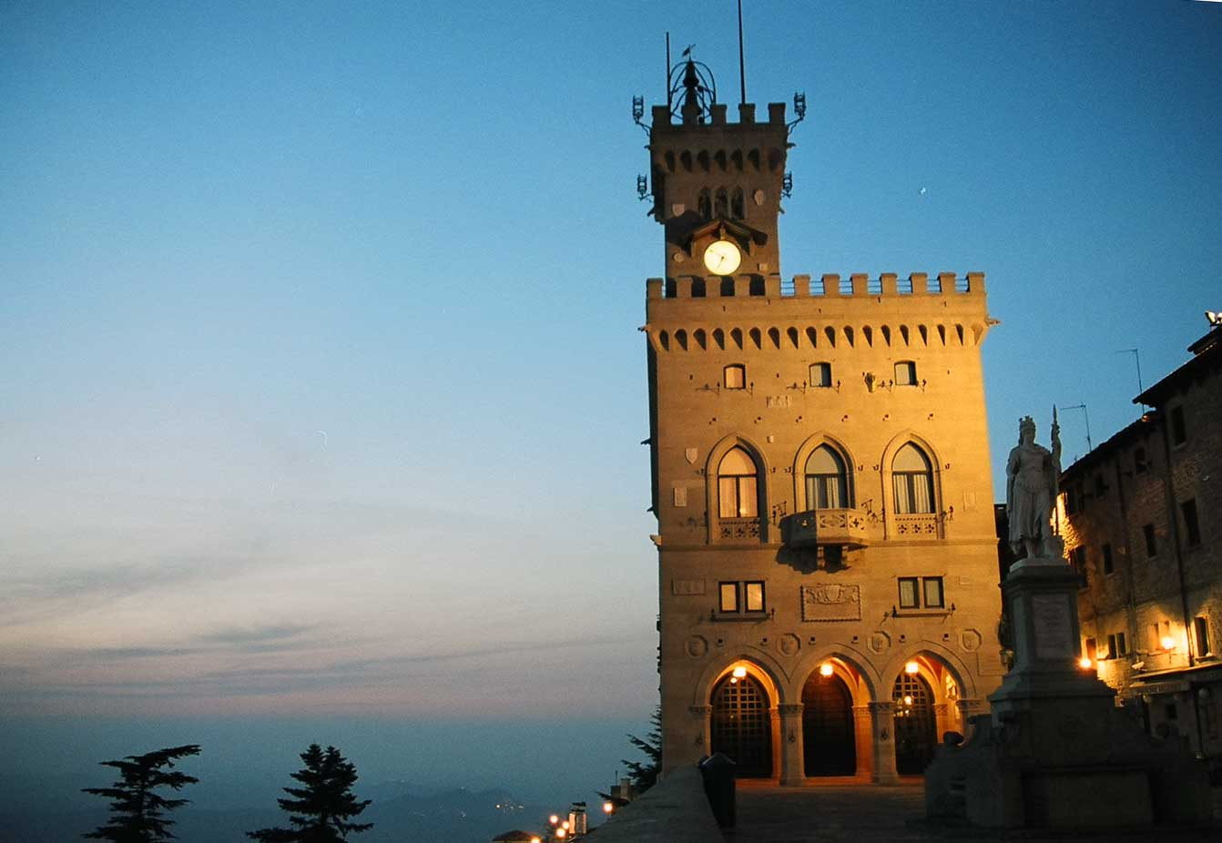 san marino info One of the world's smallest and oldest republics, san marino isn't, technically,  italy but it is surrounded by italy's emilia-romagna and le.
