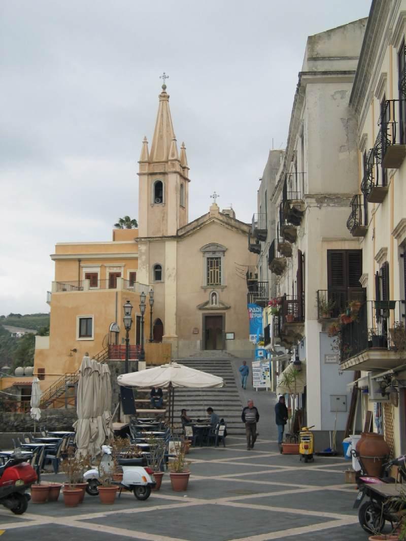 VisitsItaly.com - Region of Sicily - Pictures of Lipari