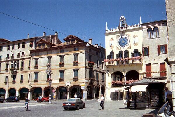 Bassano, Piazza Libertà (www.visitsitaly.com)