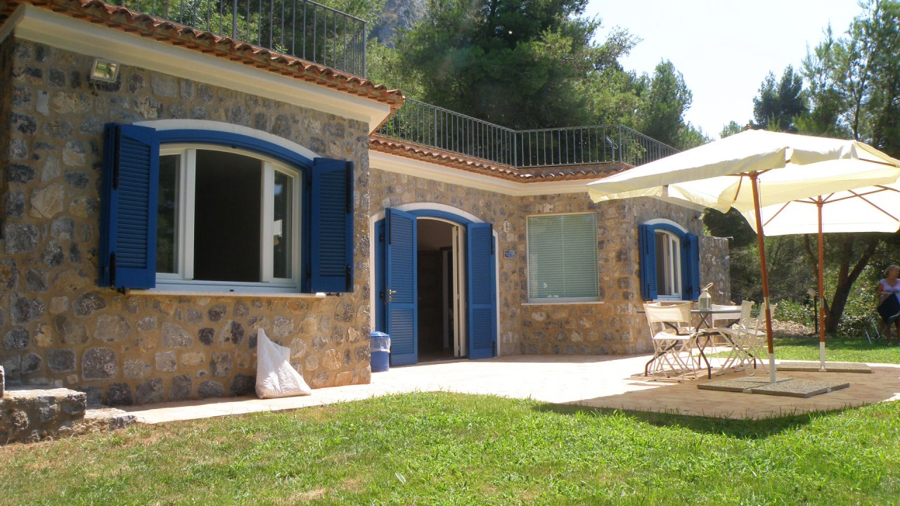 Villa For Rent   2 Bedrooms, Sleeps 2 4
