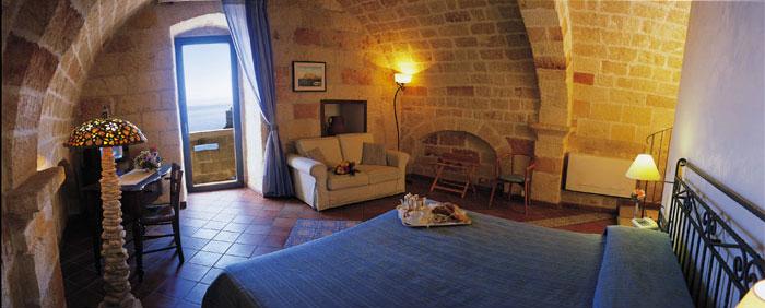 Hotel Grotta Palazzese Via Narcisco 59 70044 Polignano A Mare Puglia Tel 080 424 0677 Fax 0767