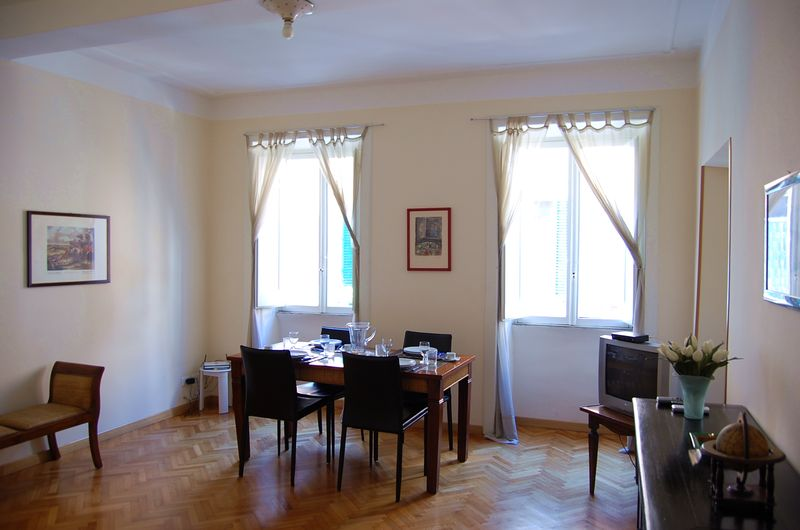 Rome and the region of lazio apartments in the city of rome for Rent a center living room groups