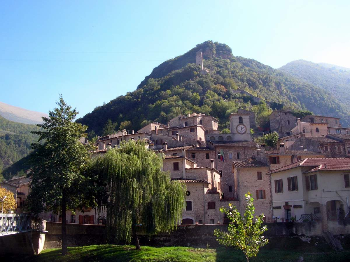 Weekly Car Rentals >> VisitsItaly.com - Welcome to the Antica Torre di Nera, Scheggino, Umbria